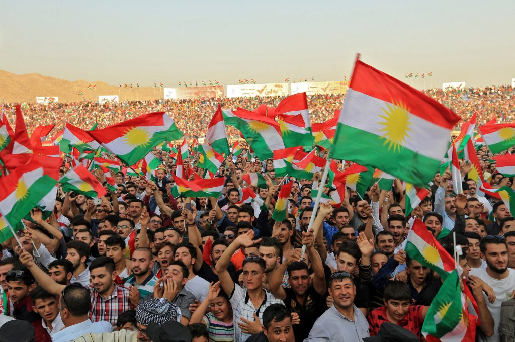 Kurdish people attend a rally to show their support for the upcoming September 25th independence referendum in Duhuk, Iraq September 16, 2017. REUTERS/Ari Jalal - RC1F066AECF0